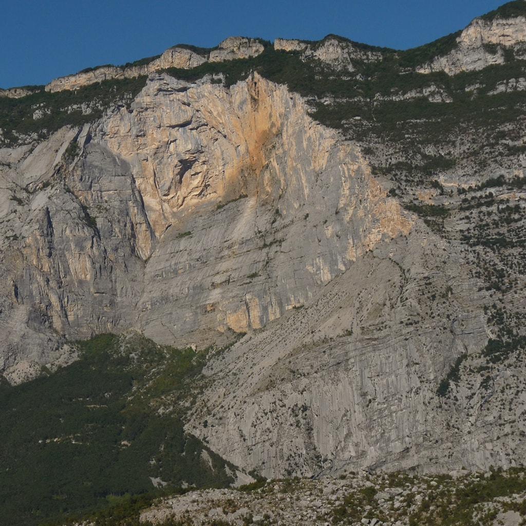 Arco Resoling - Parete Zebrata nella Valle del Sarca-min