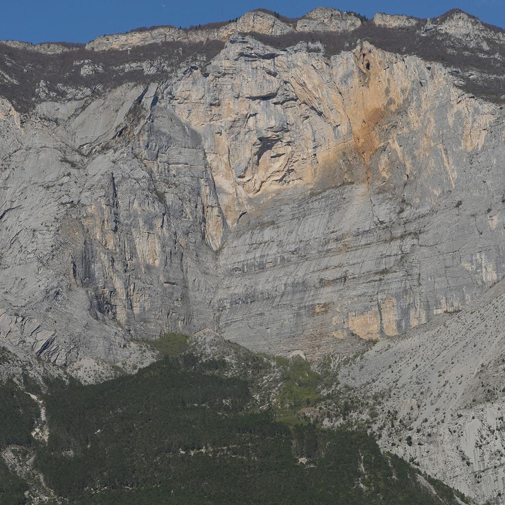 Arco Resoling - Placche Zebrate nella Valle del Sarca-min